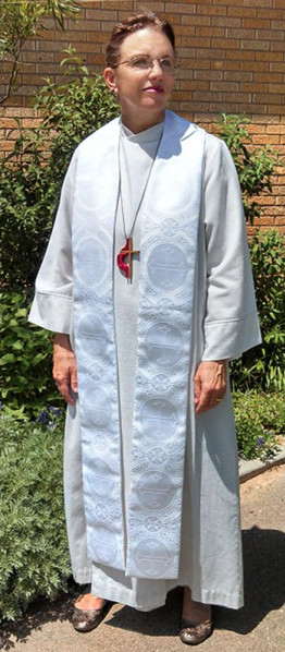 Photograph of clergy wearing Paschal Clergy Stole